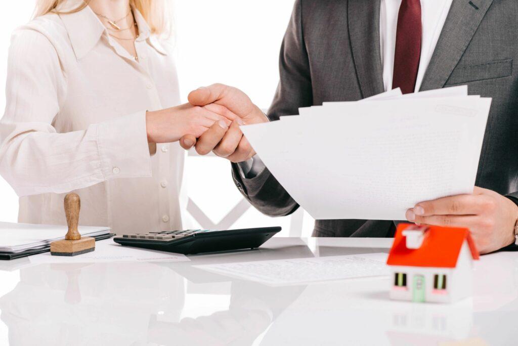 Mortgage Broker closing the mortgage